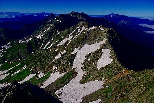 画像: 山頂からは穂高連峰や表銀座など360度の大展望が広がる
