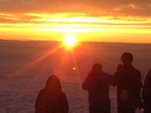 画像: 今年、開山予定の富士山山頂のご来光