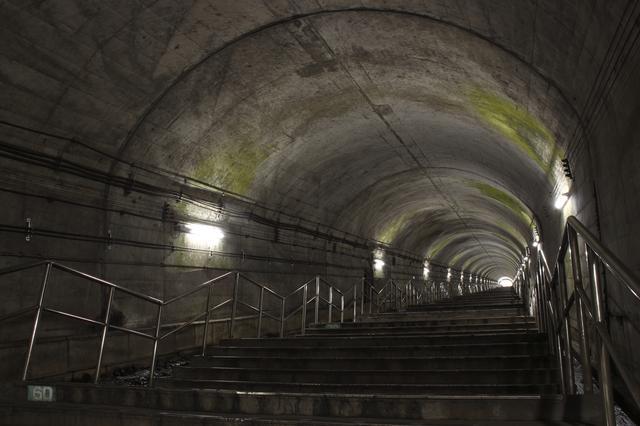 画像: 日本一のモグラ駅「土合駅」