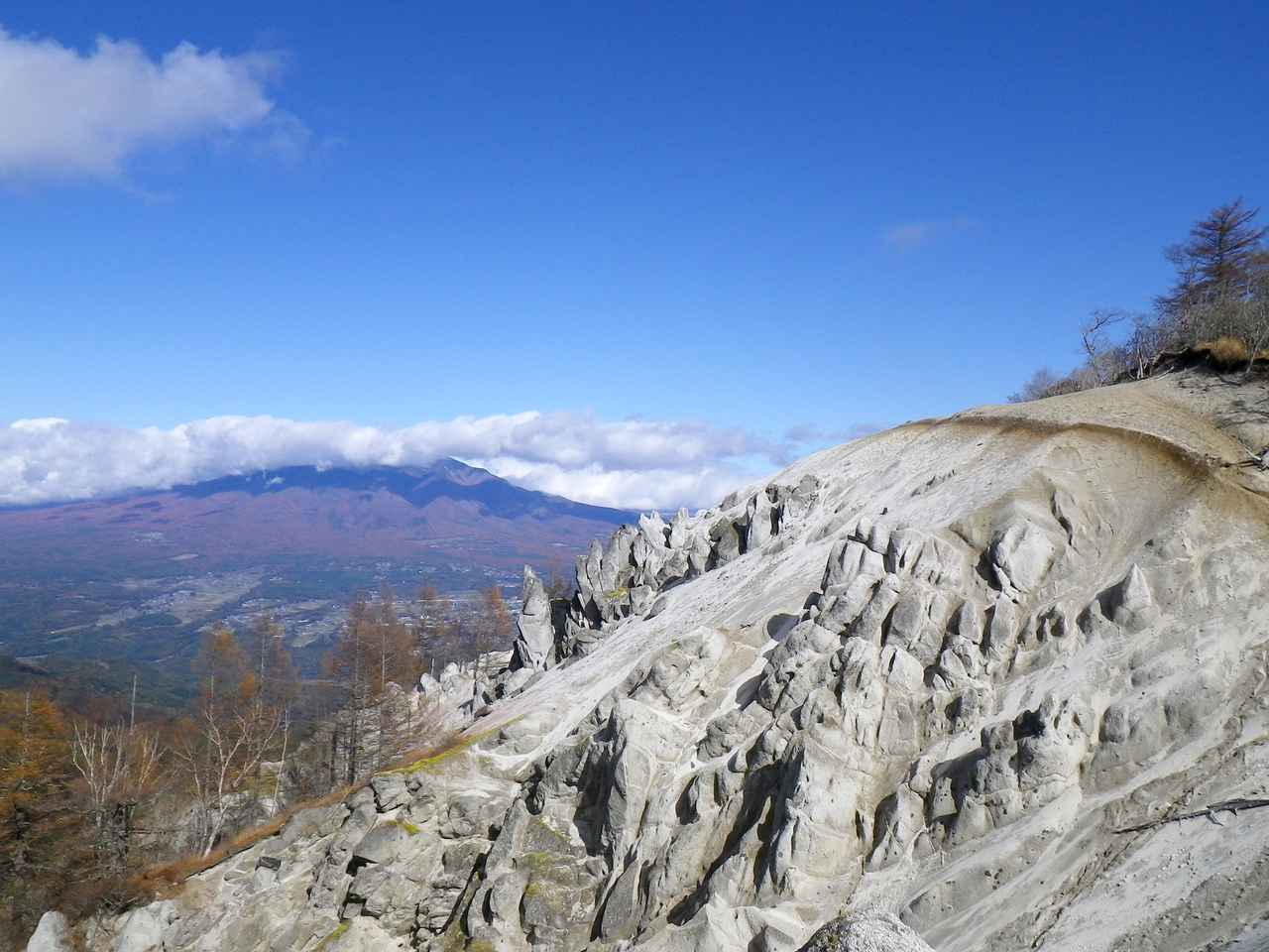 画像: アクティビティ③「雄大な景色が広がる!日向山トレッキング」