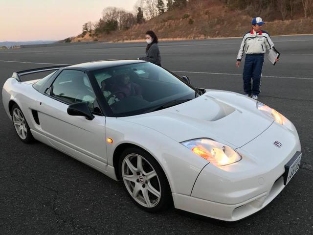 画像: (写真)ホンダのスポーツカーNSXの助手席に乗車してスピード体験をしていただきました。