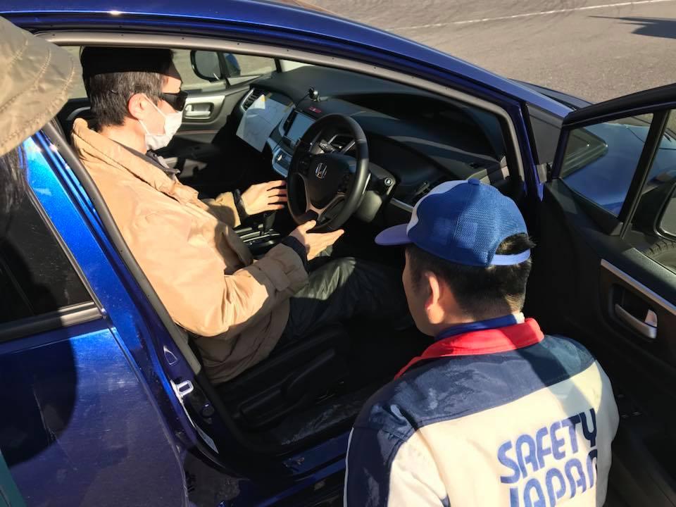 画像: (写真)座席に座ったら、まずは運転装置確認!