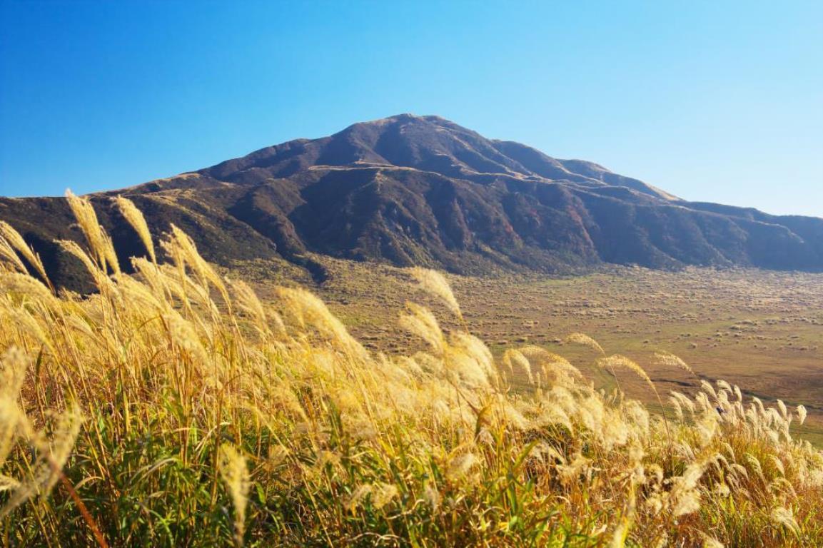 画像: <登山中級A>『阿蘇五山を全部めぐる 阿蘇山・中岳・高岳・根子岳・烏帽子岳・杵島岳 3日間』【名古屋出発】|クラブツーリズム