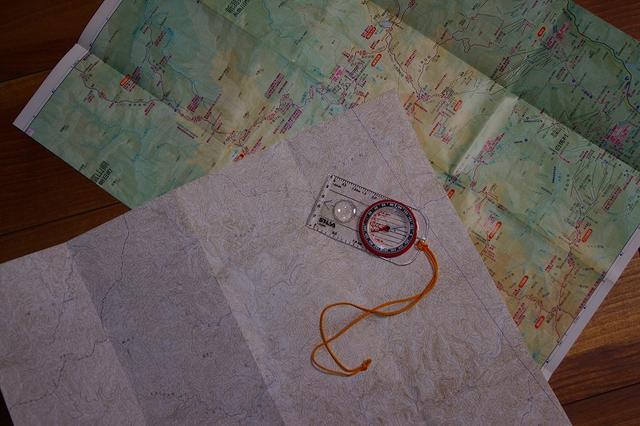 画像: ② 毎月の講座では、ガイドと一緒に道を探したり、地形を照らし合わせながら実践的に読図スキルを身につけます!