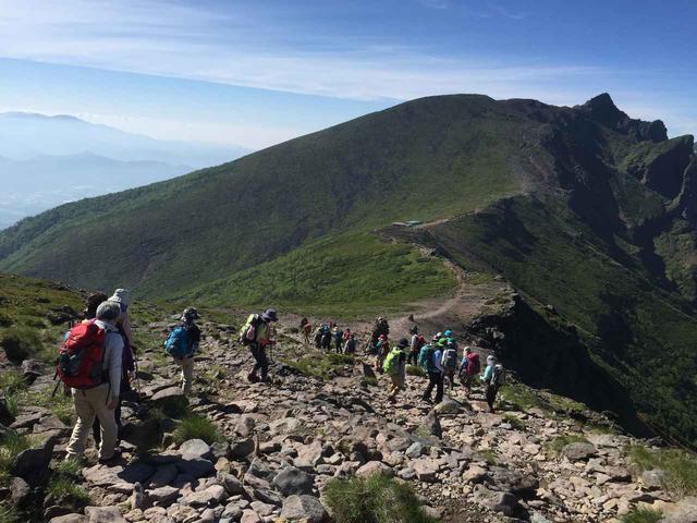 画像: 登山ツアーを検討されている方へ、登山でツアーを利用するメリット・デメリット、ツアー登山の特徴、魅力についてお伝えいたします。この記事を読むと、どのような方がツアーに向いているかが分かります。 clublog.club-t.com