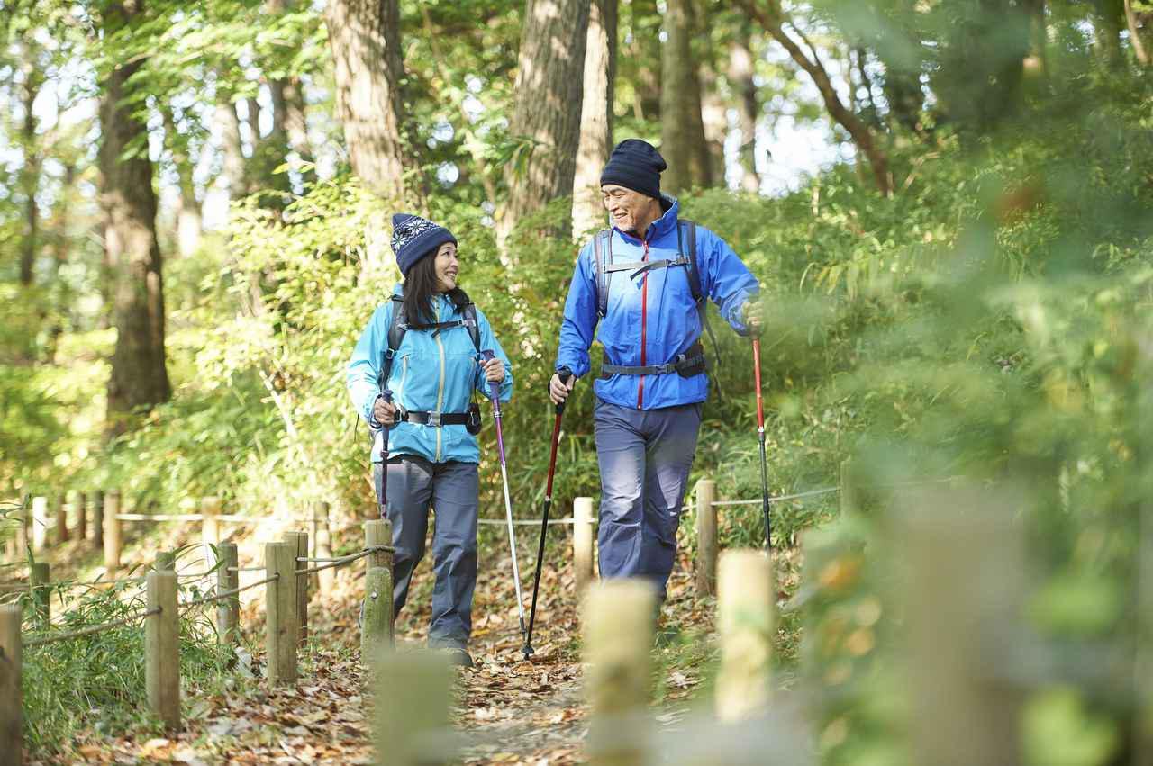 画像: 登山・ハイキングの初心者の方へ、服装選び、重ね着・レイヤリング、防寒の方法を登山歴8年以上のスタッフが詳しく解説します。この記事を読むとどんな素材の服を、どの順番で、どのように着れば良いかが分かります。 clublog.club-t.com