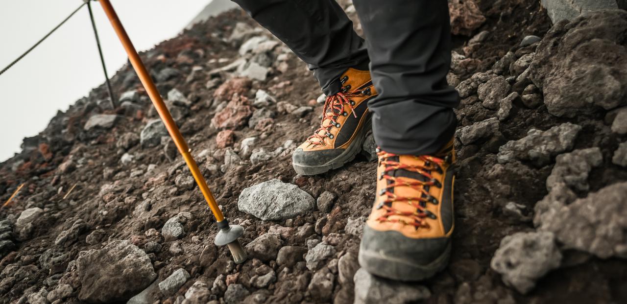 画像: 初心者必見!登山靴・トレッキングシューズ・ハイキングシューズの選び方について、登山歴8年以上のスタッフが解説します。必要性、機能、料金の目安など、登山靴・トレッキングシューズの基本、選び方のポイントをお伝えします! clublog.club-t.com