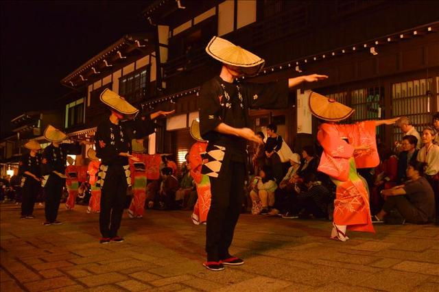 画像: 現在の「おわら」踊りには、「豊年踊り」(旧踊り)、「男踊り」、「女踊り」(四季の踊り)と3通りの踊りがあります。