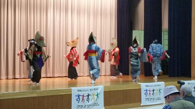 画像: 踊りの歴史や意味を学ぶ講習会の様子