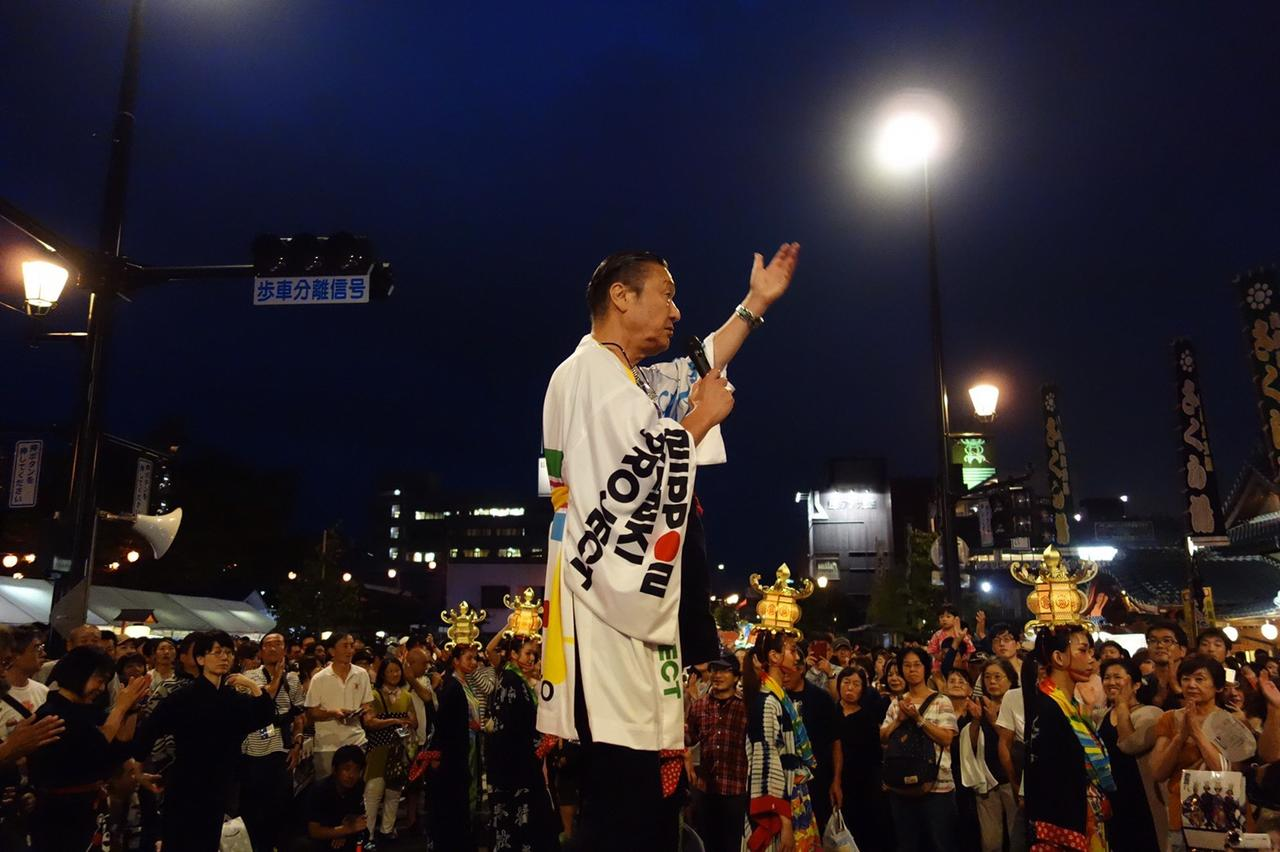 画像: オープニングイベントで登場した山本寛斎さん