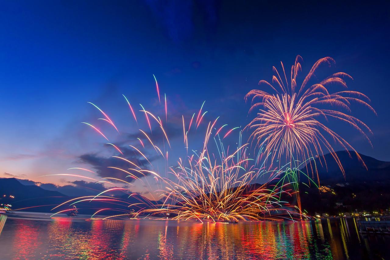 画像: 芦ノ湖トワイライト花火