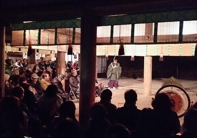 画像: 林檎の庭にて神職さんより春日大社や万燈籠についてのご説明(講話)をしていただきました。