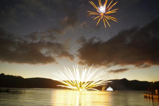 画像: 12月25日の花火の様子