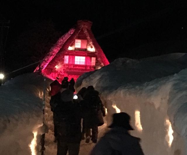 画像: 竹原家にいく雪道もロウソクの火を灯しました。