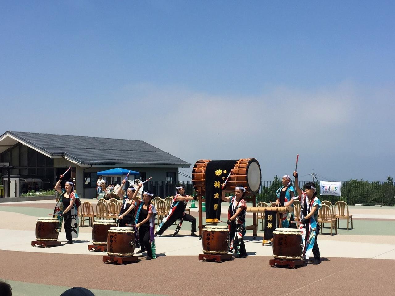画像: ふくべ砂神太鼓実行保存会による砂神太鼓の様子