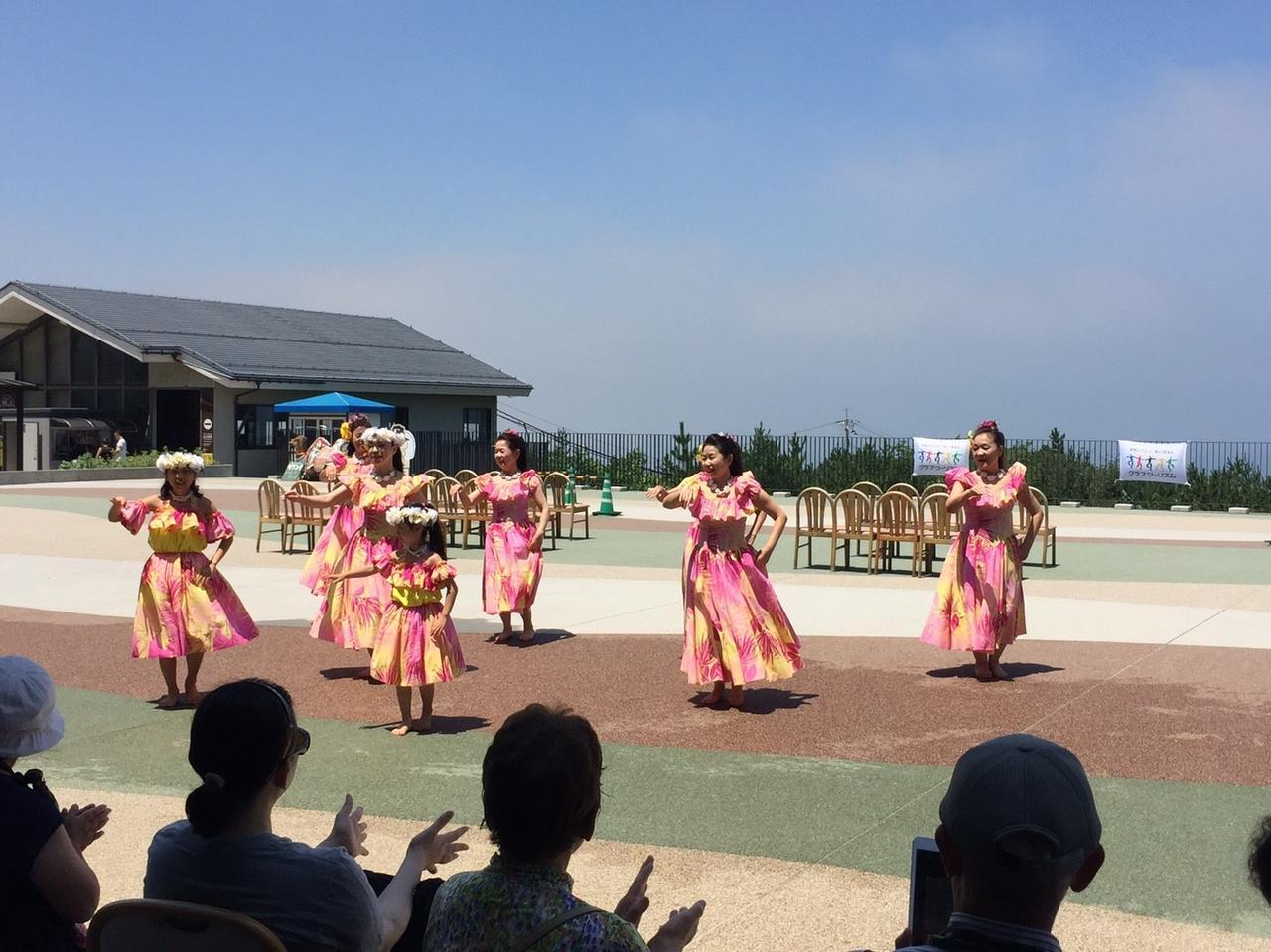 画像: ハーラウ・オ・カ・プウ・ヴィルアによるフラダンスの様子