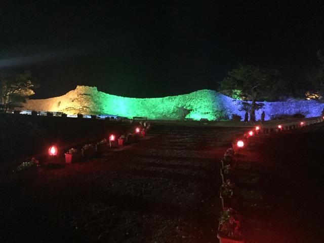 画像: カラフルにライトアップされた今帰仁城跡(2018年2月上旬)
