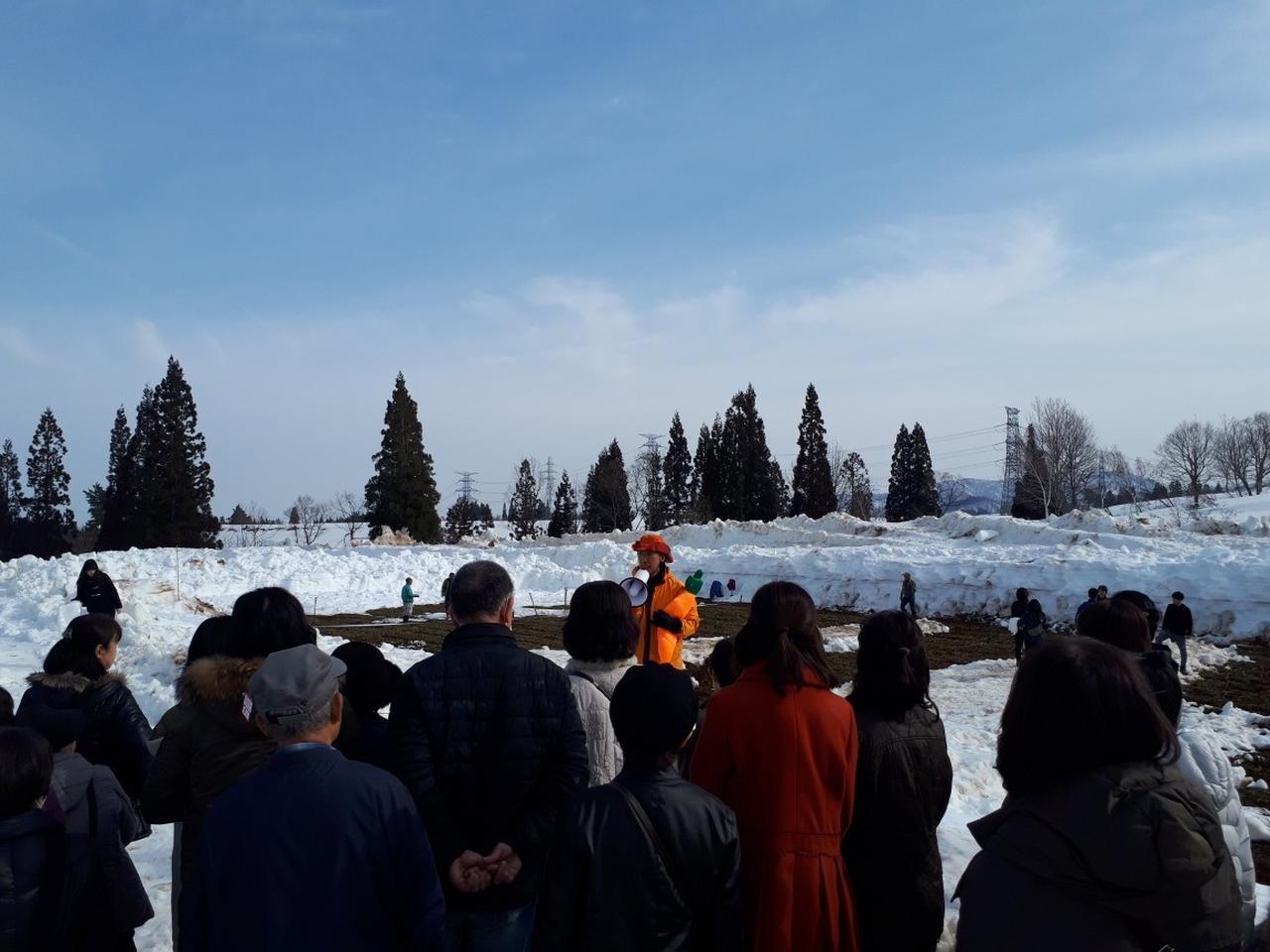 画像: 雪下にんじん堀りの前のご説明の様子