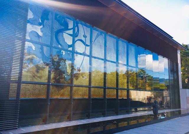 画像: 岡田美術館 大壁画「風・刻(かぜ・とき)」