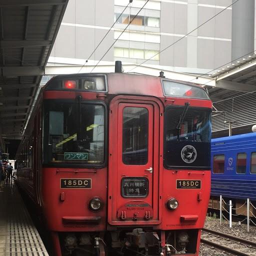 画像: 博多駅を9:59に出発した「キハ185系」九州縦断特急。