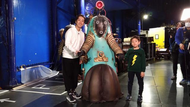 画像: キュリオスロボットの中に入った勘九郎さんと七之助さん、勘太郎さん