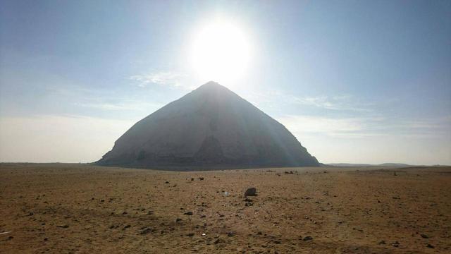 画像: ダイヤモンド富士ならぬピラミッド富士