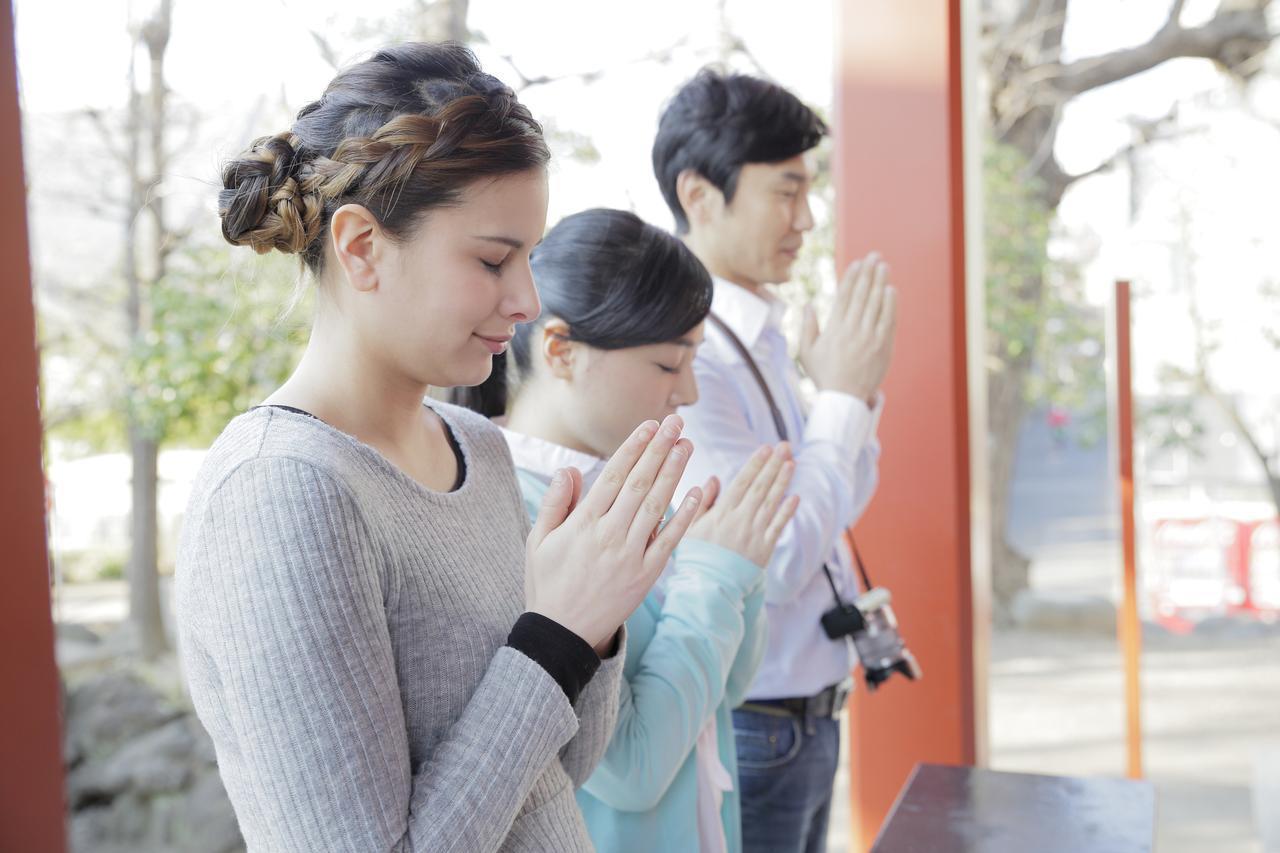 画像: 訪日観光客も日本の寺社を多く参拝するようになりました