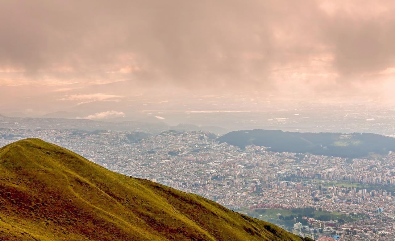 画像: 世界遺産第一号のひとつ エクアドル・キトの市街(文化遺産)