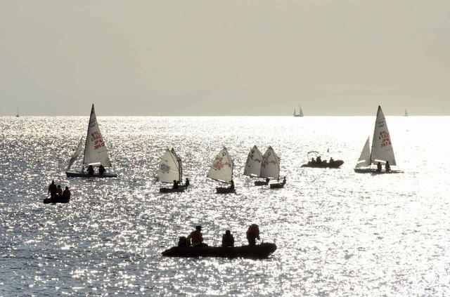 画像1: 海とヨット(イメージ)