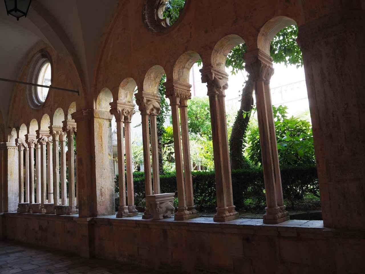 画像: 聖フランシスコ修道院の回廊(イメージ)