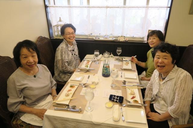 画像: 貸切のミルフィーユで、美味しい食事と会話で交流が更にふかまりました。