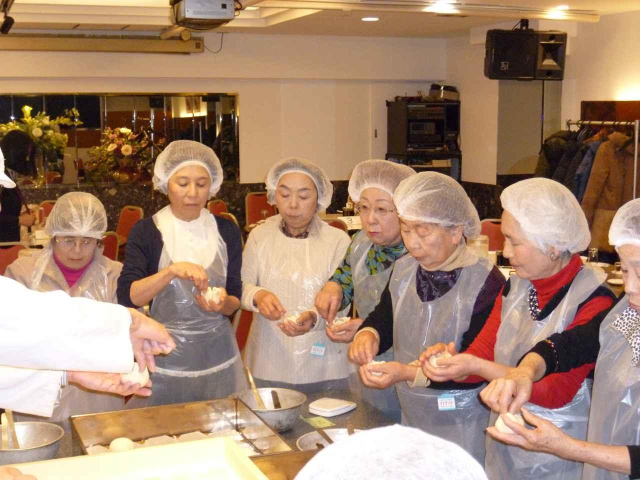 画像: 【関西エコースタッフデスク】蓬莱本館で豚まん・しゅうまい手作り体験