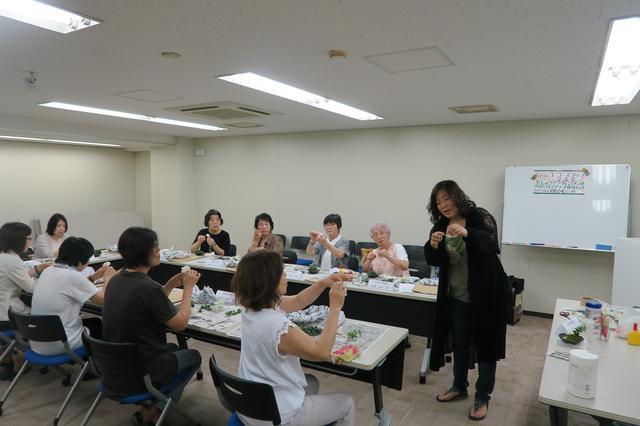 画像: 【関西エコースタッフデスク】講座交流会 プリザーブドフラワーで苔玉のアレンジメントを作りましょう