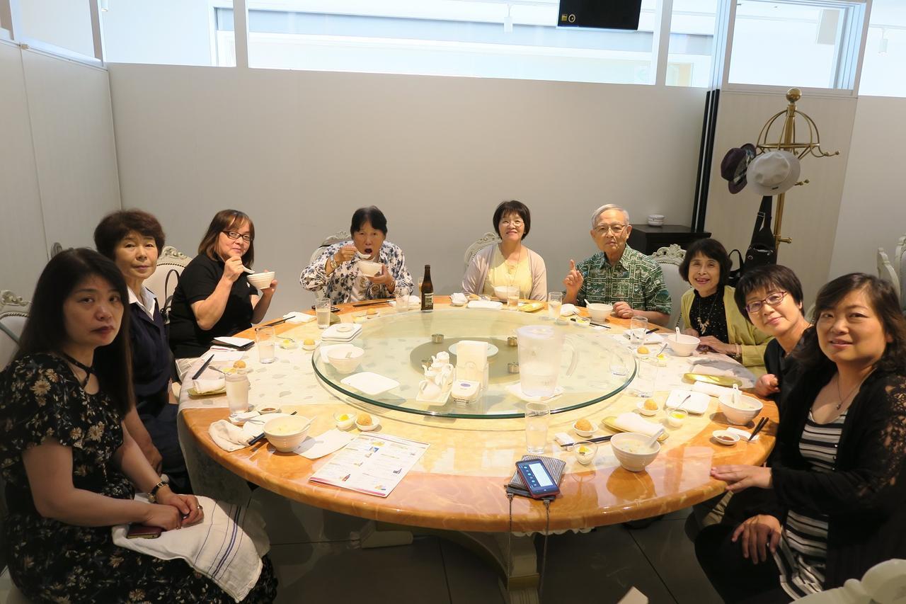 画像: 円卓だと多くのエコーさんとの会話が弾みます