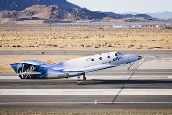 画像3: スペースシップ2 グライダー飛行テスト成功