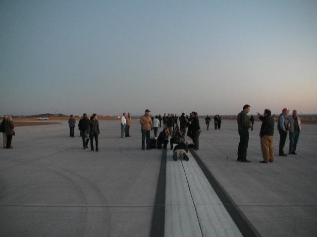 画像: あらゆる航空機が離発着可能な3000メートルの長さの滑走路。すでに完成。