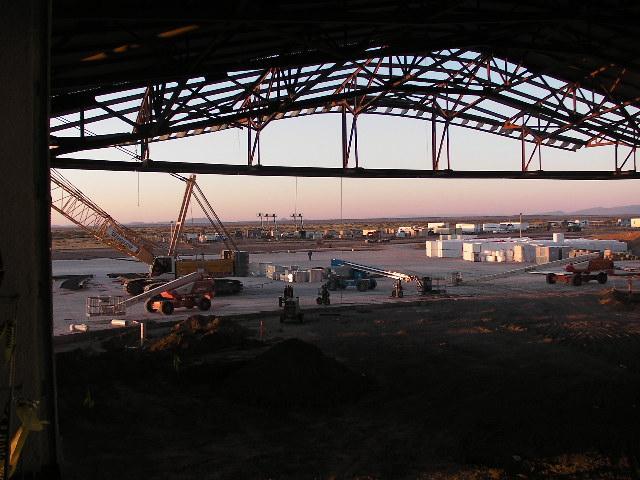 画像: ターミナルビルの2階からスペースシップが格納される1階を望む。