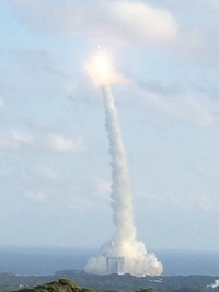 画像2: 種子島・ロケット打上げ(当社添乗員撮影)