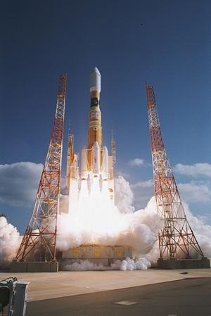 画像: 宇宙ロケット打ち上げ(イメージ) 提供 三菱重工
