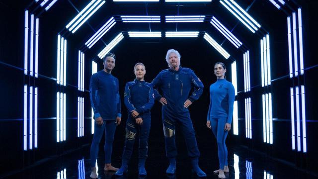 画像1: 本番で着用する宇宙服が公開 アンダーアーマーがデザイン
