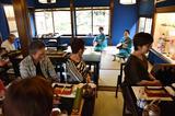 画像: 食事中には三味線の生演奏も。優雅なひとときを楽しみました↓