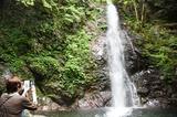 画像: 滝つぼの近くでマイナスイオンをたっぷり浴びました