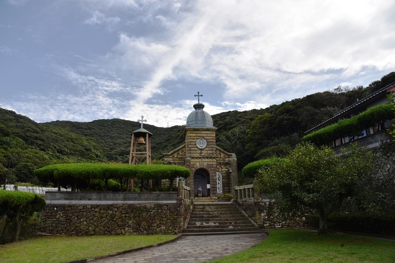 画像: 大正時代、信者たちが切り出した石を積み上げて造られた頭ヶ島天主堂