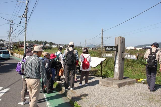画像: 三雲駅から少し歩いた場所にあった旧東海道の道しるべ