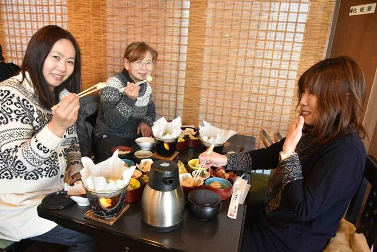 画像: 豆腐料理の昼食を味わいました