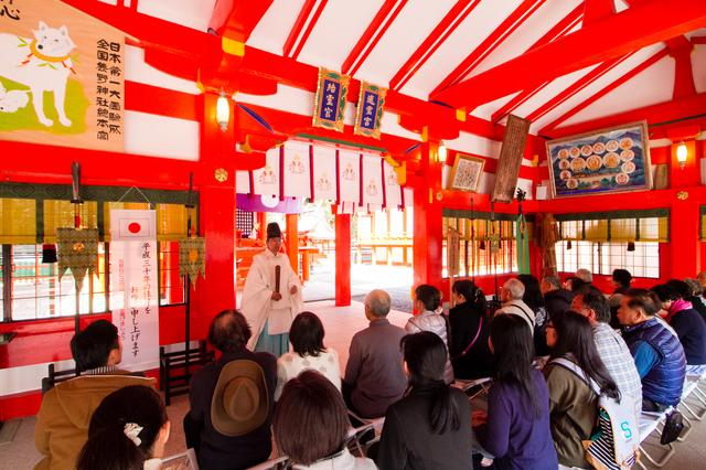 画像: 最後は、朱塗りの社殿もみごとな熊野速玉大社にて正式参拝