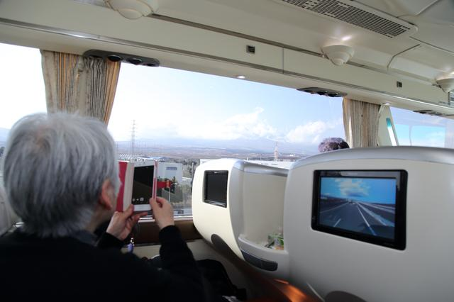 画像: 朝から天候にも恵まれ、東名高速道路を走行中には富士山を望むこともできました