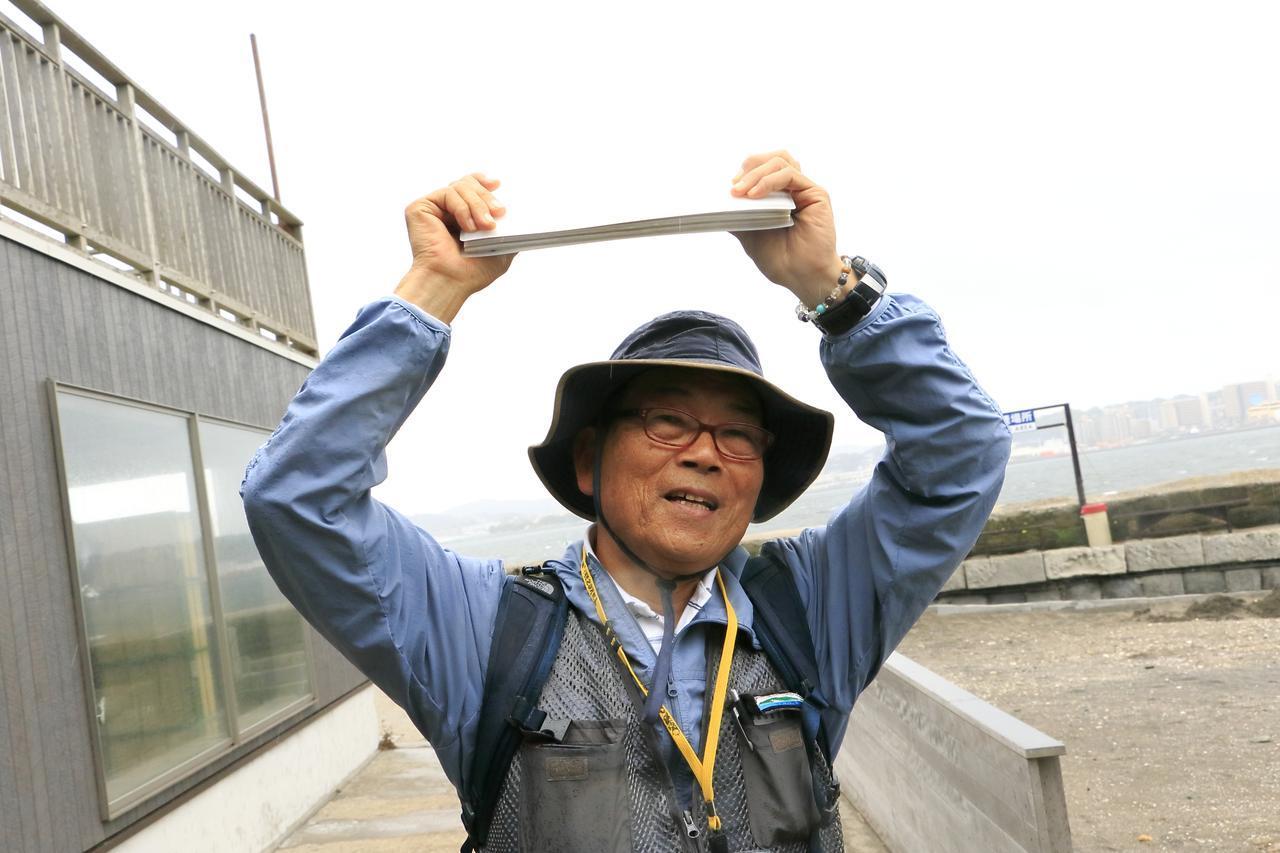 画像: 猿島を案内してくれるガイドの一人、竹崎正一さん