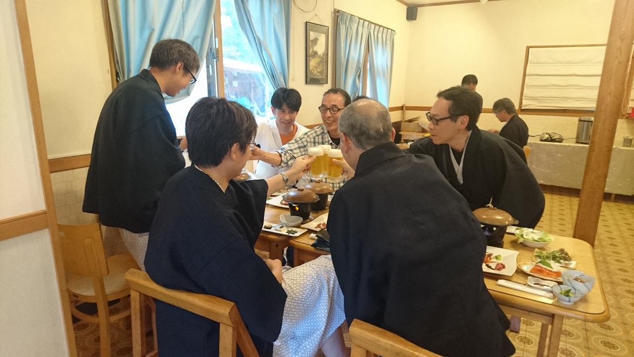 画像: 山旅スクールで出会った仲間と乾杯!