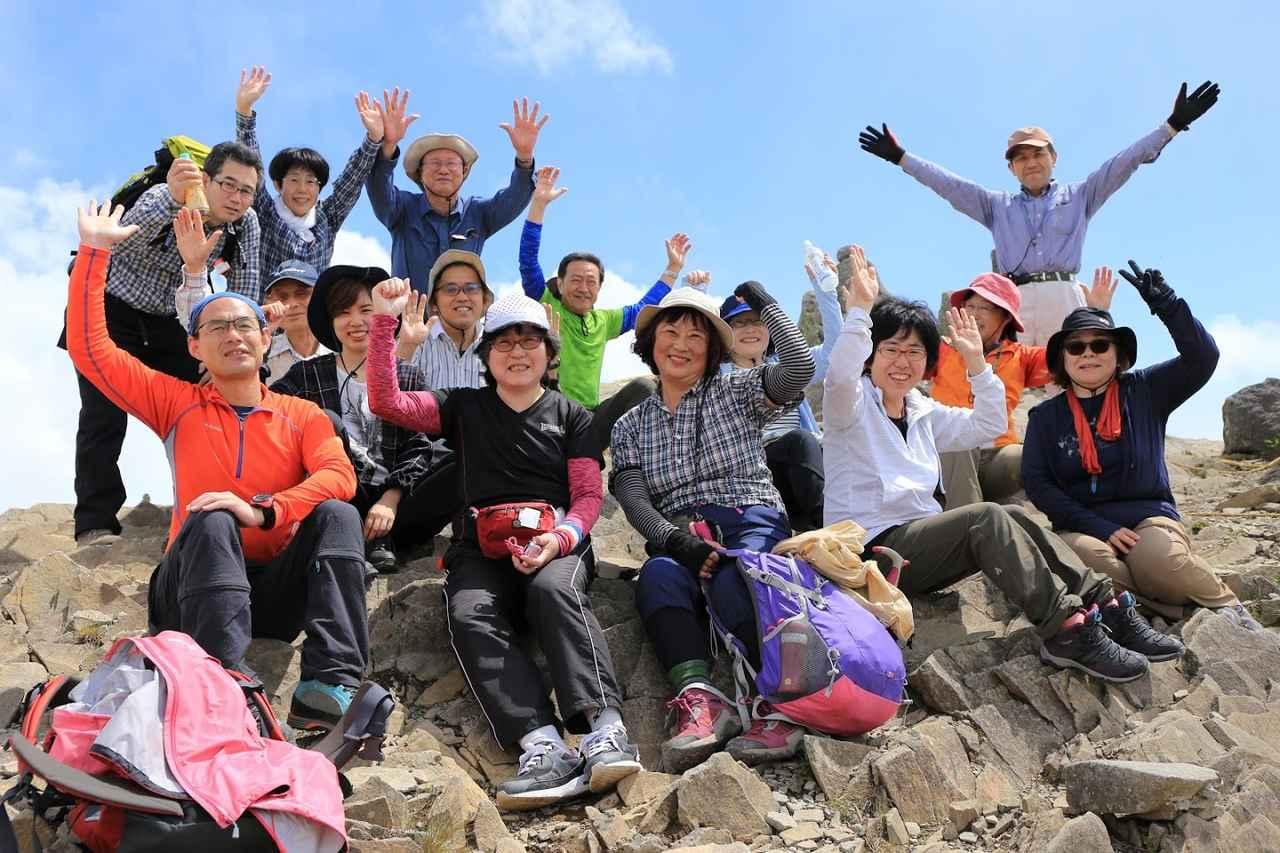 画像: 美ヶ原の先端部「王ヶ鼻」にて。山岳信仰の聖地らしく岩だらけの神秘的な場所でした